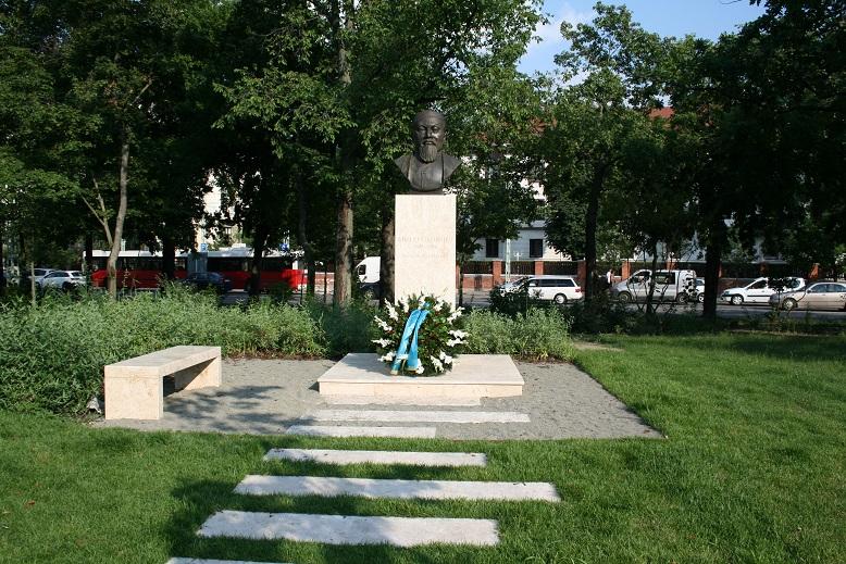 Памятник Абаю в Будапеште