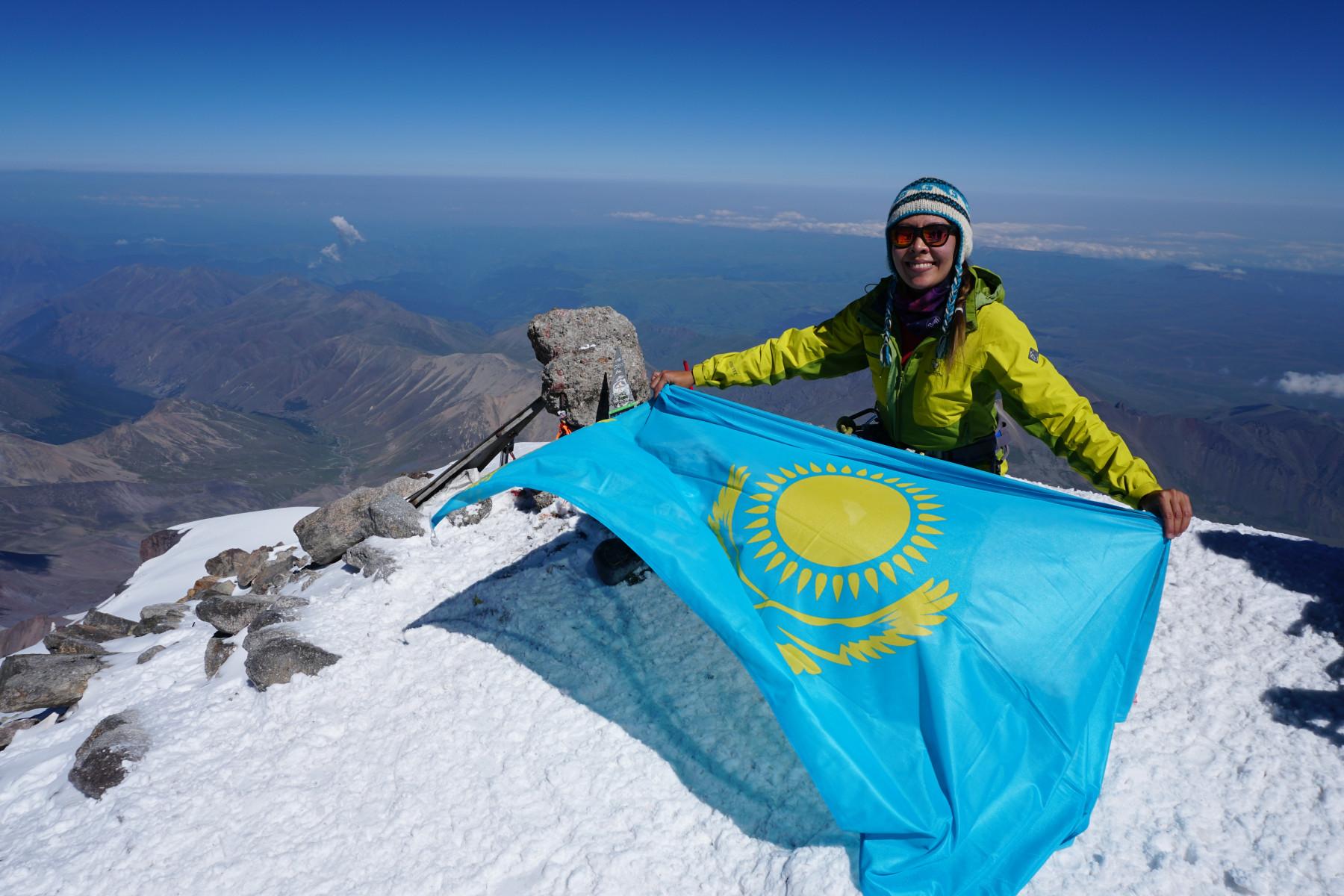 флаг Казахстана на Эльбрусе